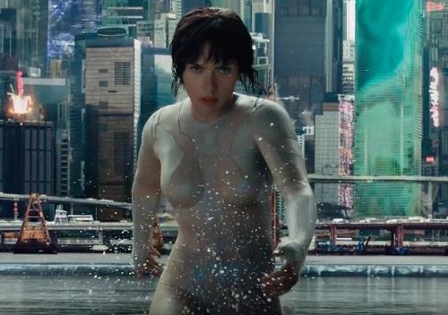 """Sao """"Avengers"""" mặc áo tàng hình trong """"Ghost In the Shell"""""""