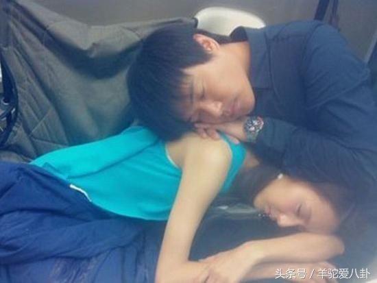 """Những khoảnh khắc """"khó đỡ"""" của sao C-biz khi ngủ (6)"""