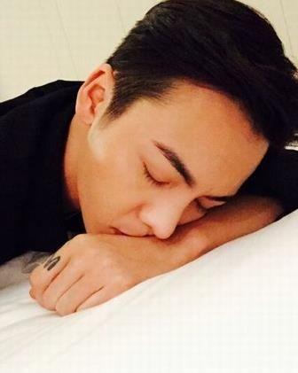 """Những khoảnh khắc """"khó đỡ"""" của sao C-biz khi ngủ (7)"""