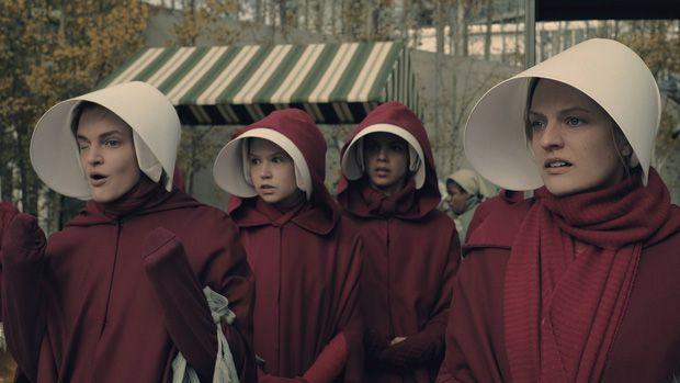 The Handmaid's Tale chiến thắng áp đảo tại Lễ trao giải Emmy 2017 (2)