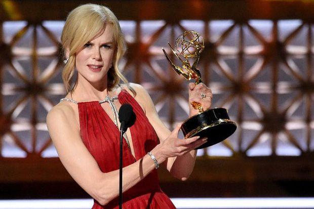 The Handmaid's Tale chiến thắng áp đảo tại Lễ trao giải Emmy 2017 (6)