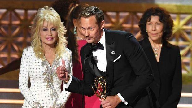 The Handmaid's Tale chiến thắng áp đảo tại Lễ trao giải Emmy 2017 (7)
